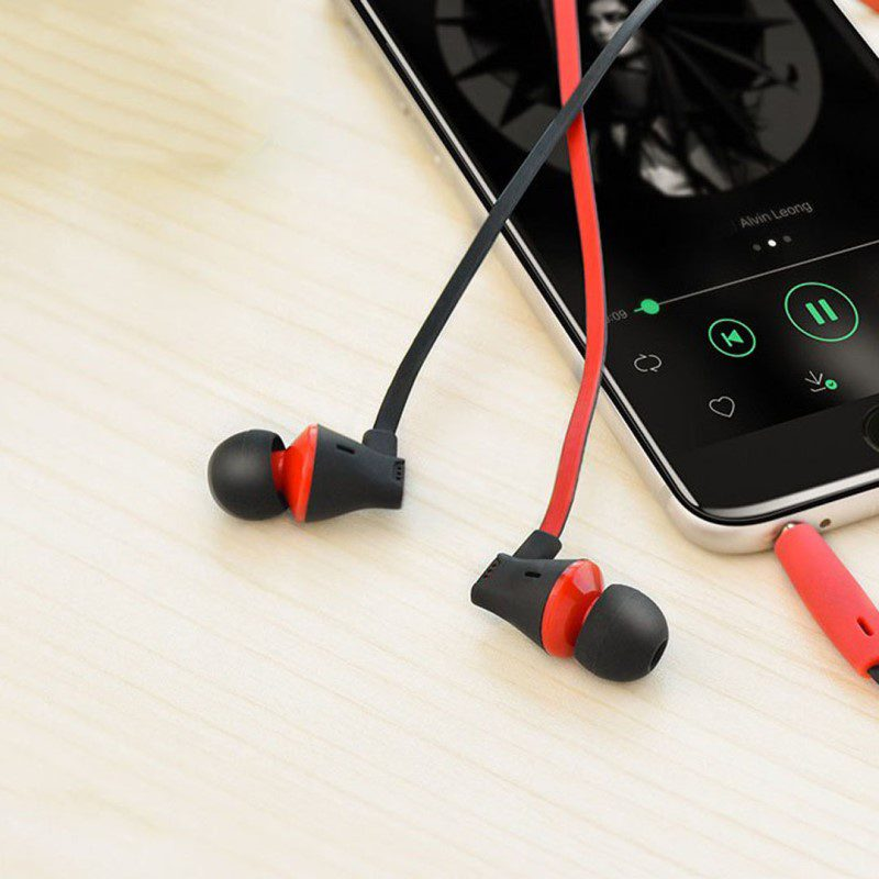 m warbler universal earphones with mic table