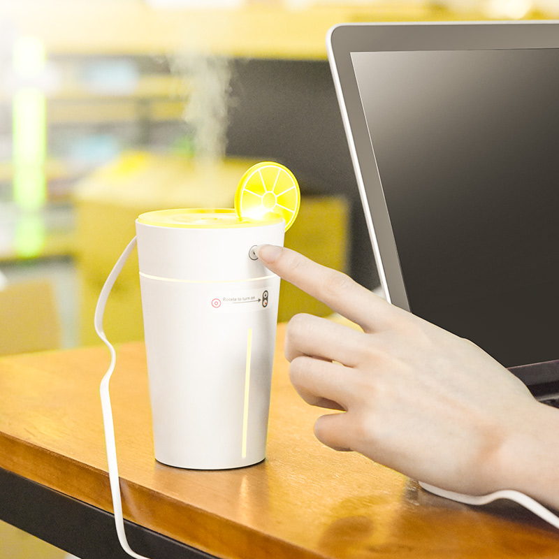 lemon cup humidifier hand