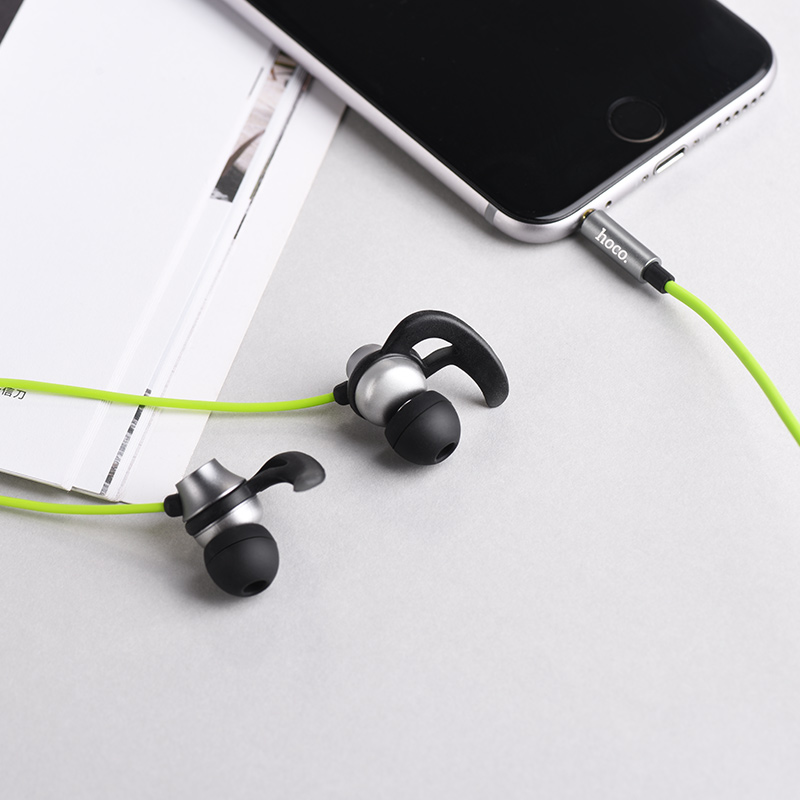 m35 universal earphones with microphone interior