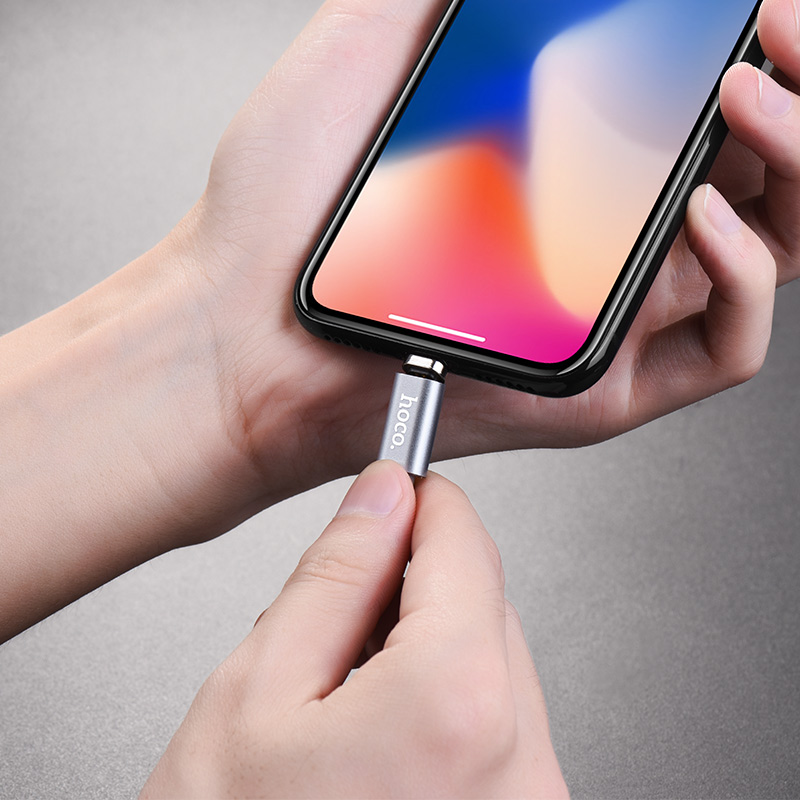 u40a lightning magnetic charging cable in hands