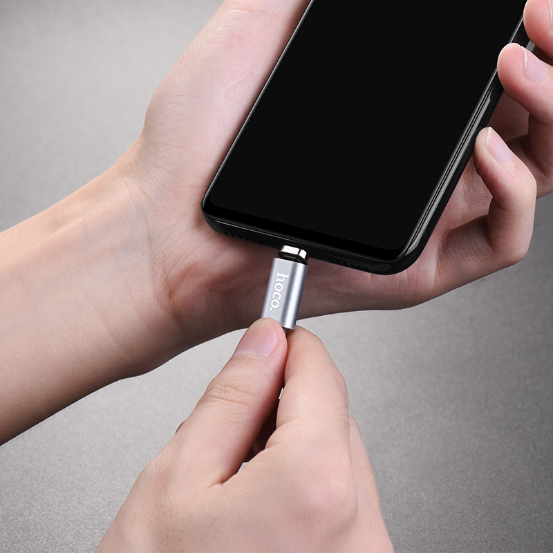 u40a micro usb magnetic charging cable in hands