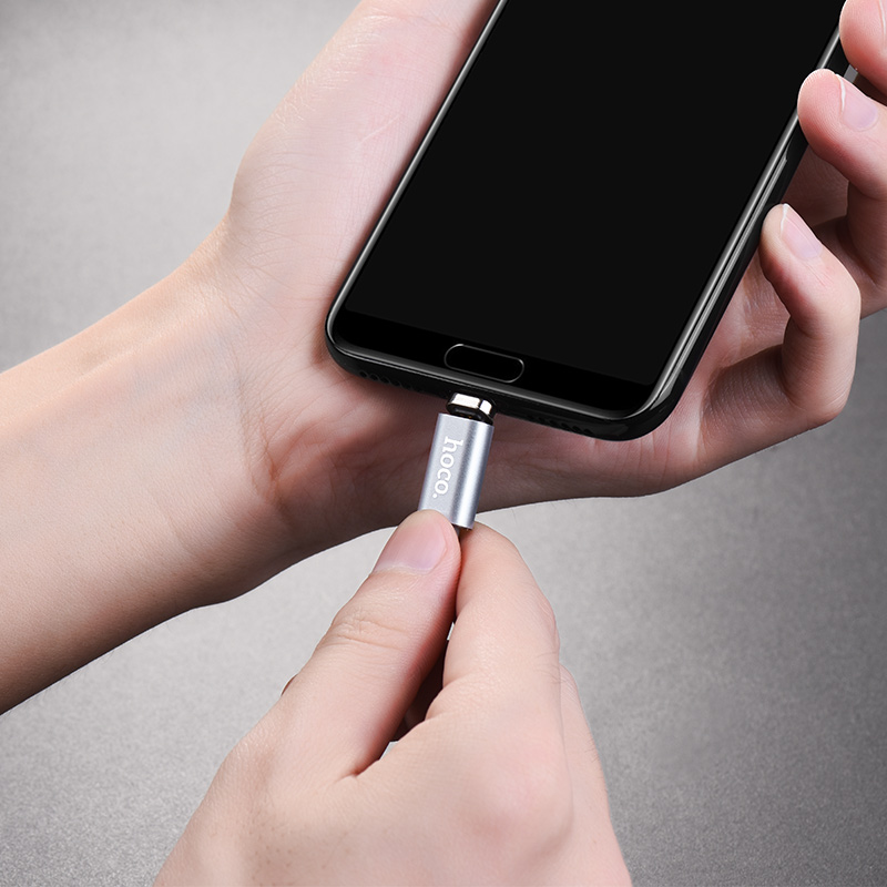 u40a type c magnetic charging cable in hands