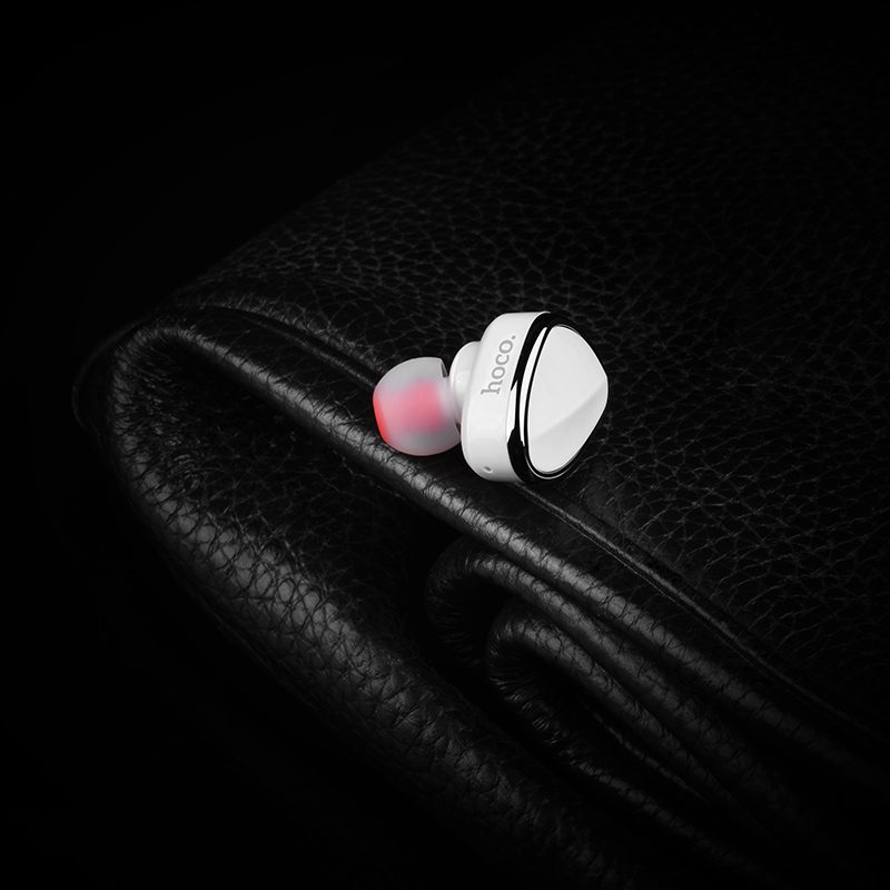 E7 wireless earphone interior white