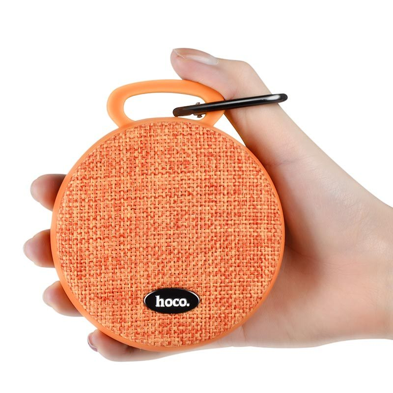 bs7 mobu sport bluetooth speaker in hand