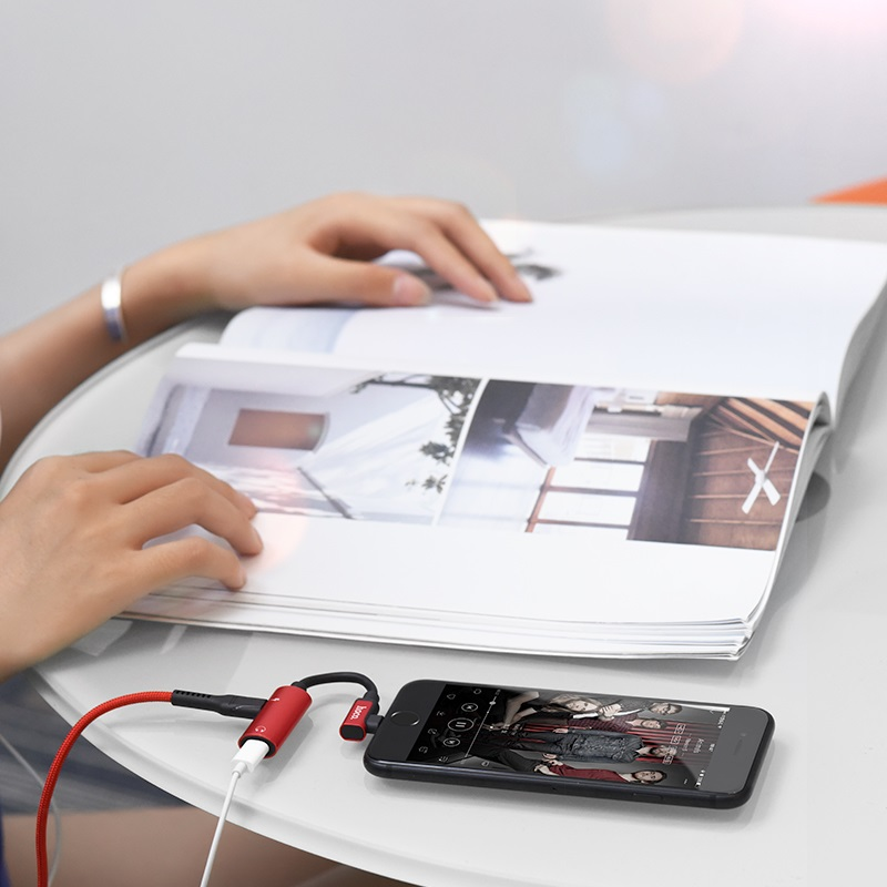 ls18 dual lightning digital audio converter for apple listening music