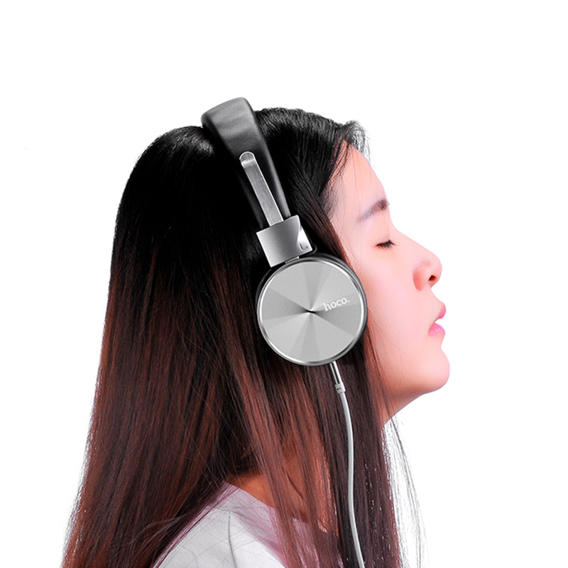 w2 wired headphones girl