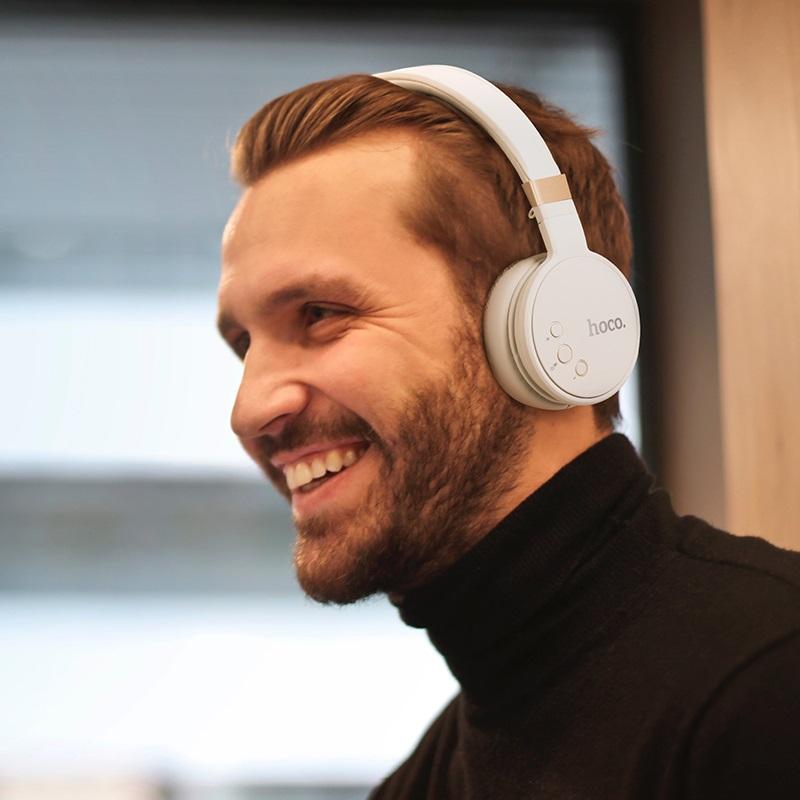 hoco w26 enjoyment wireless headphones man