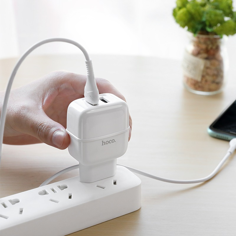 hoco c77a highway dual port charger eu set with lightning cable overview